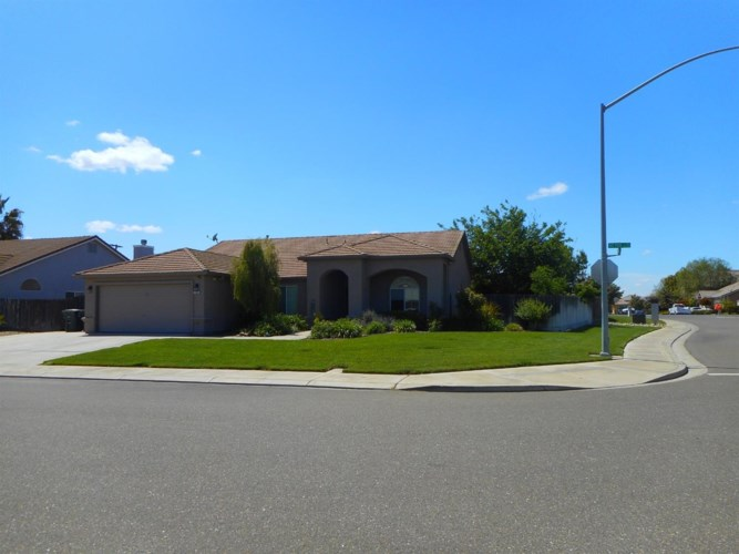 1701 Kit Fox Drive, Hughson, CA 95326