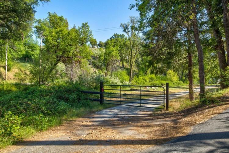 950 Green Ranch Road, Mountain Ranch, CA 95246