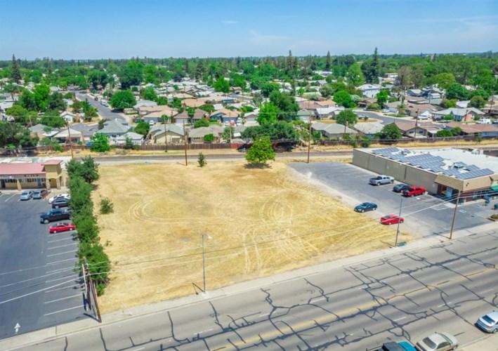 417 W Lockeford Street, Lodi, CA 95240