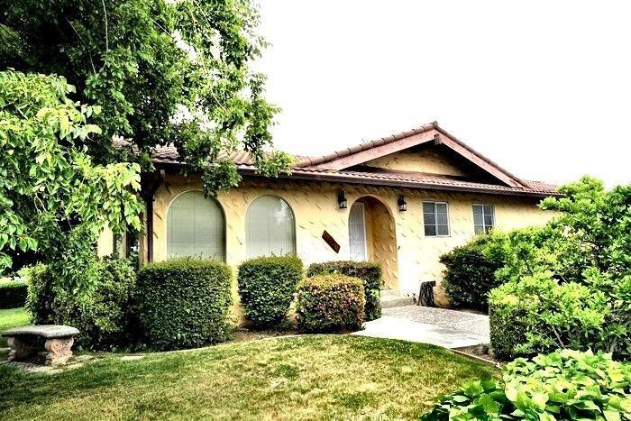 5941 S Land Park Drive, Sacramento, CA 95822