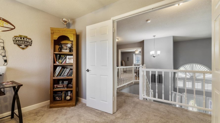 1521 E Colonial Parkway, Roseville, CA 95661