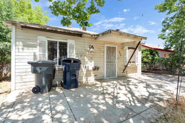 209 Santiago Avenue, Sacramento, CA 95815