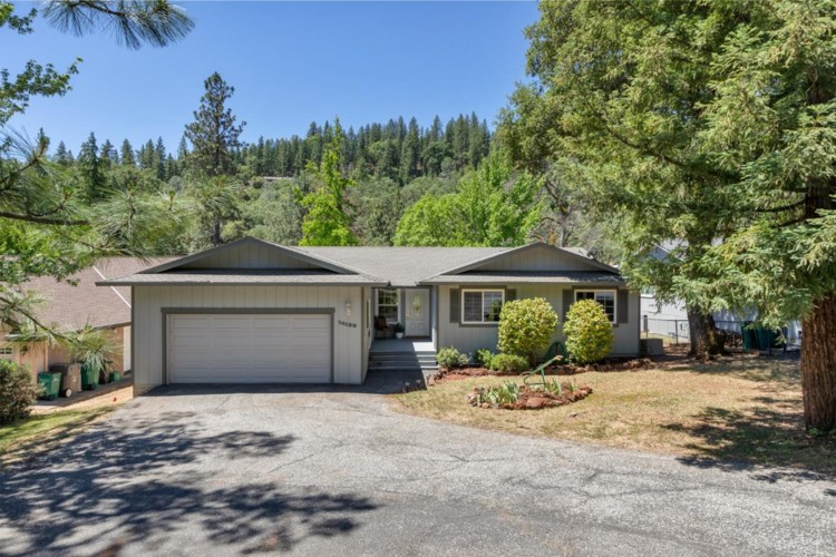 14136 Torrey Pines Drive, Auburn, CA 95602