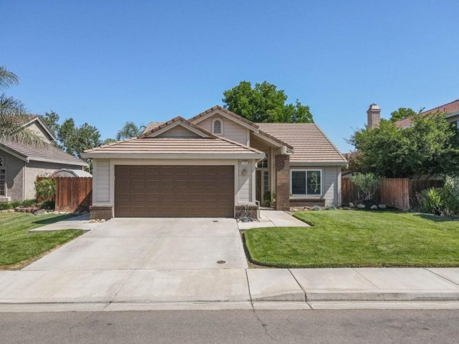 1330 Red Teal Drive, Newman, CA 95360
