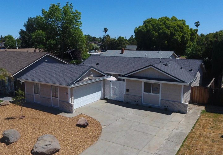 6068 Hollyhurst Way, Sacramento, CA 95823