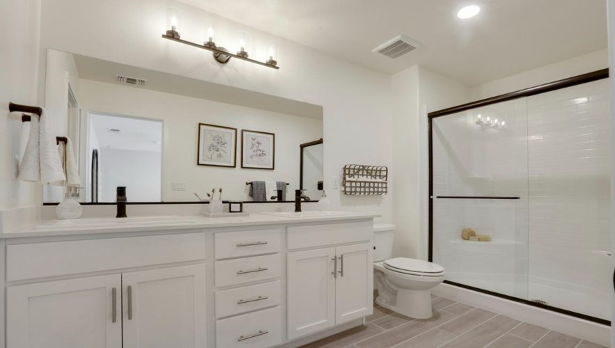 2001 Giannone Court  #212, Los Banos, CA 93635