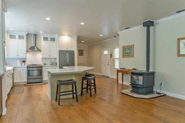 2185 Pinewood Lane, Pollock Pines, CA 95726