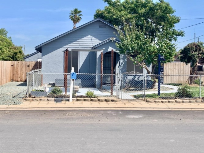 1515 4th Street, Escalon, CA 95320