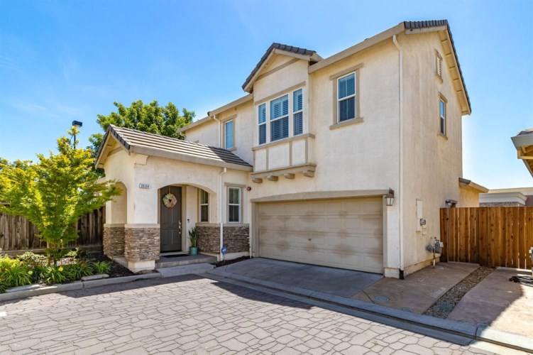 2504 Cottage Pointe Drive, Riverbank, CA 95367