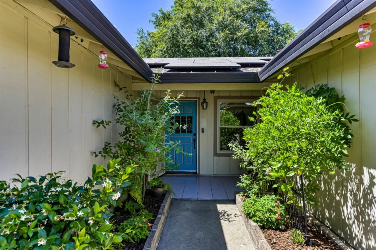 3415 Meadow Way, Rocklin, CA 95677