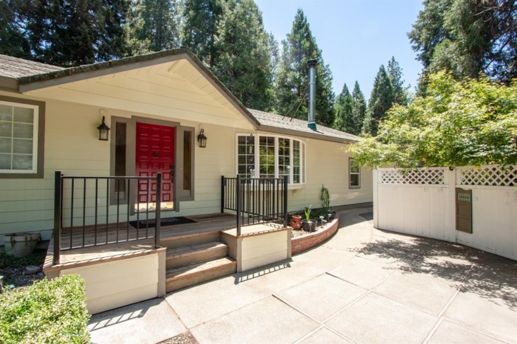 5490 Robinhood Lane, Pollock Pines, CA 95726