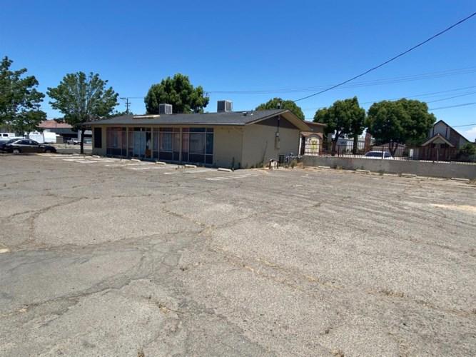 1438 D Street, Livingston, CA 95334