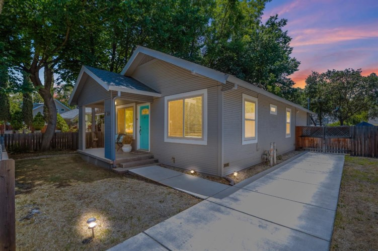 2724 2nd Avenue, Sacramento, CA 95818
