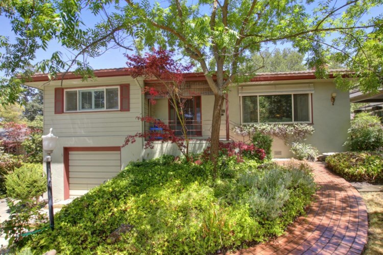 4301 Moss Drive, Sacramento, CA 95822