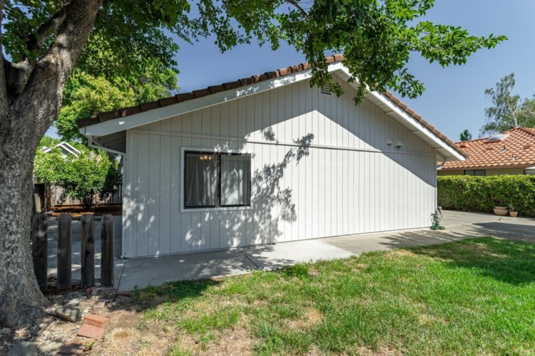 813 Carrion Circle, Winters, CA 95694