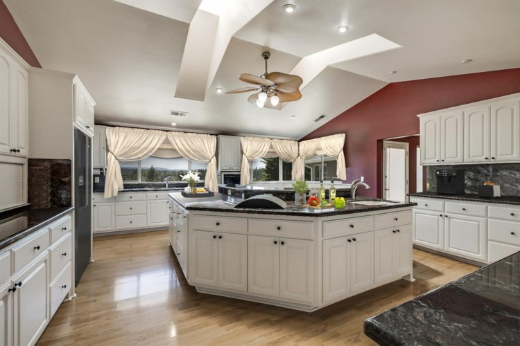 5173 Starlight Drive, Forest Ranch, CA 95942