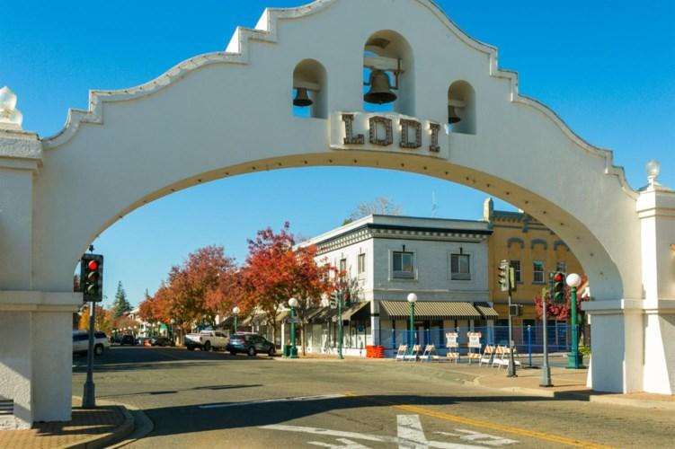 5 W Pine St, Lodi, CA 95240