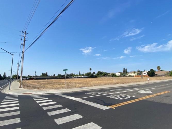 3955 Coffee Road, Modesto, CA 95355