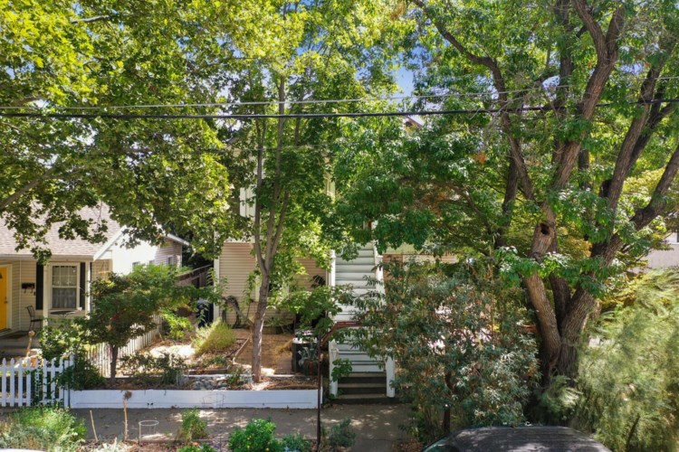 215 25th Street, Sacramento, CA 95816