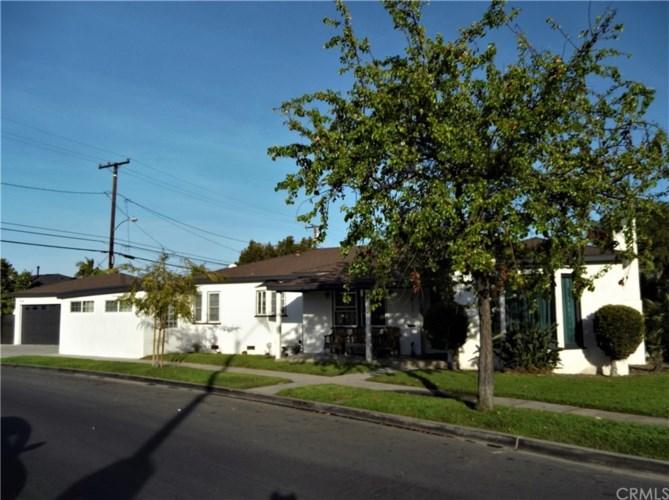 6812 Woodward Avenue, Bell, CA 90201