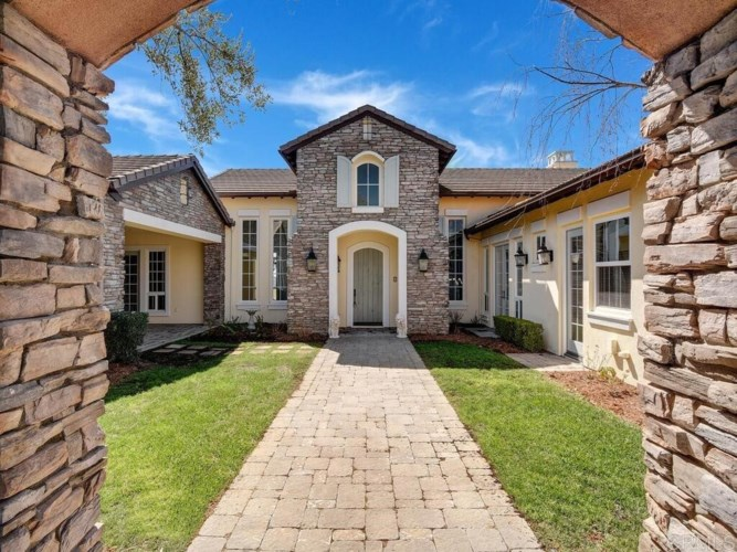 6010 Villa Roma Court, Bonsall, CA 92003