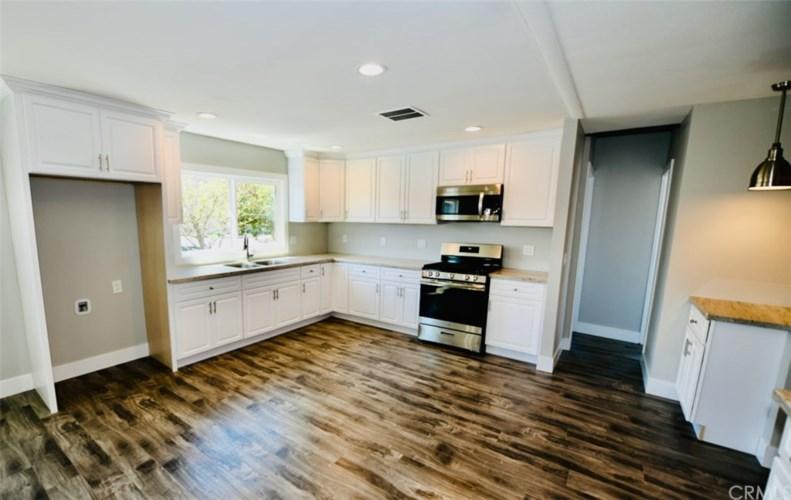 1855 E Riverside Drive 379 Ontario Ca 91761 Iv20086067 Pmz Real Estate
