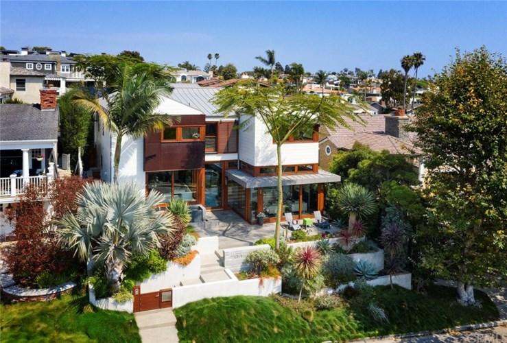 704 Pacific Avenue, Manhattan Beach, CA 90266