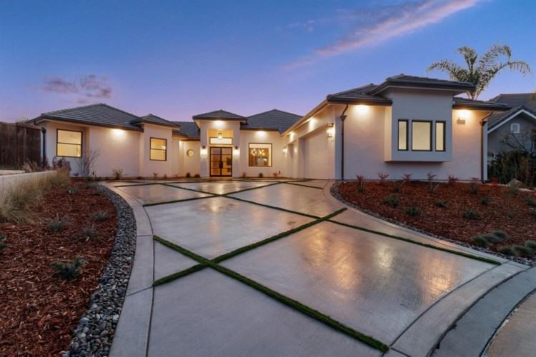 544 Rio View Circle, Fresno, CA 93711