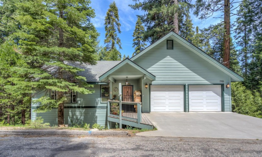 7703 Forest Drive, Fish Camp, CA 93623