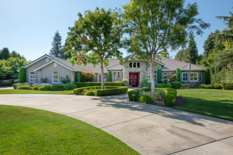 6804 E Carmalee Lane, Fresno, CA 93727