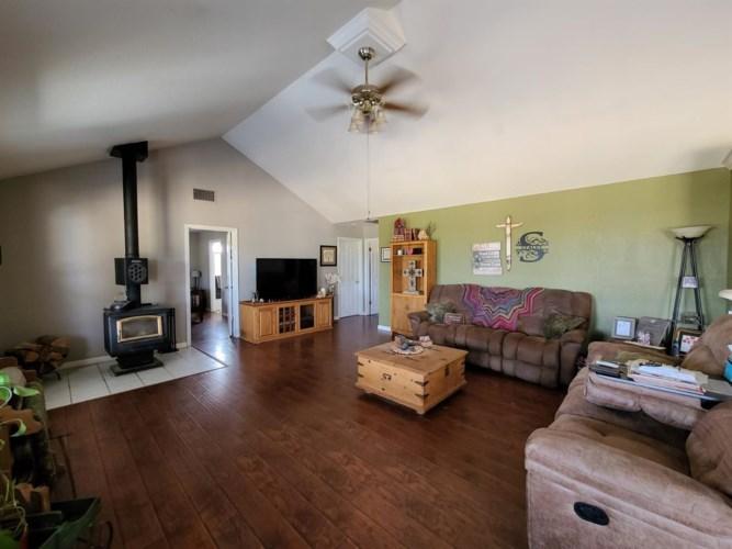 34325 Ellenwood Drive, Auberry, CA 93602