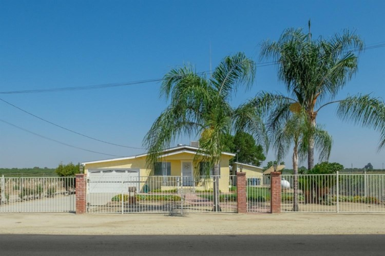 11736 E American Avenue, Del Rey, CA 93616