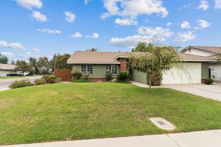 121 Meadow Lane, Kingsburg, CA 93631