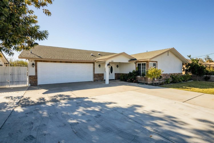 2365 W Clemenceau Avenue, Caruthers, CA 93609