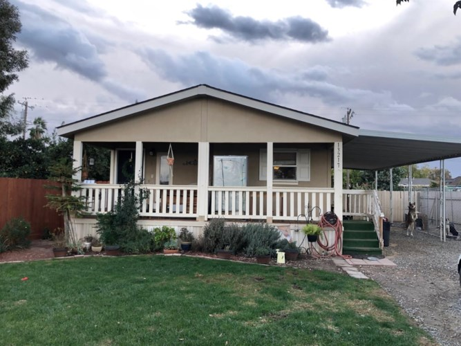 13217 L Street, Caruthers, CA 93609