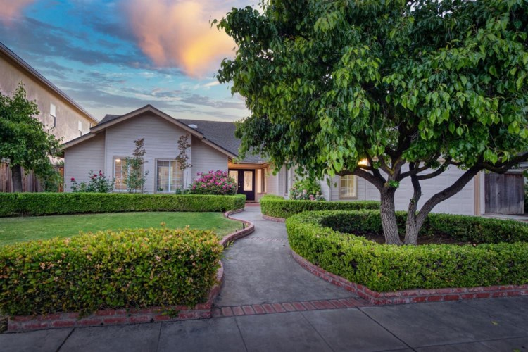 749 E Wood Duck Circle, Fresno, CA 93730