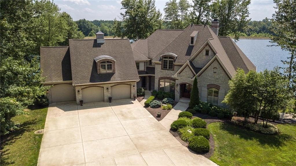 5865 W Carr Hill Road, Columbus, IN 47201