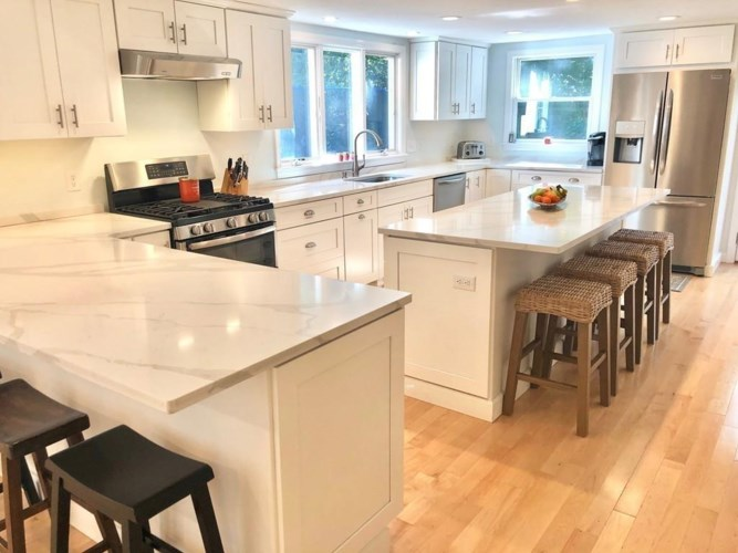 20 Woodvale Ave, Plymouth, MA 02360
