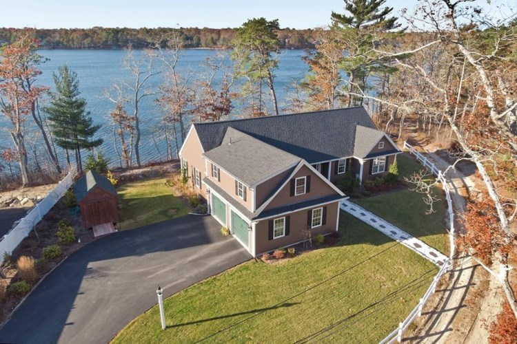 84 Gunning Point Rd, Plymouth, MA 02360