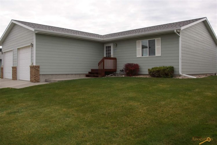 2617 COTTONTAIL RD, Sturgis, SD 57785