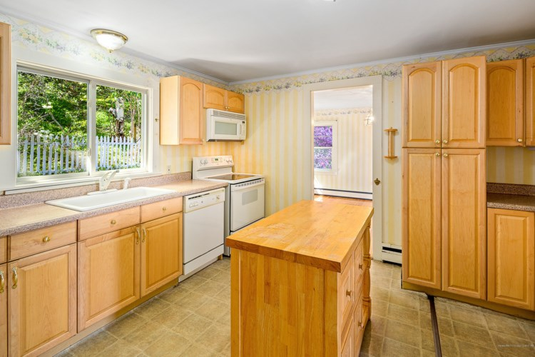 170 Lakeview Drive, Rockland, ME 04841