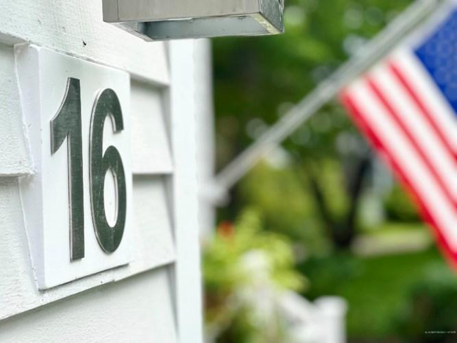 16 Kings Lane, Kennebunkport, ME 04046