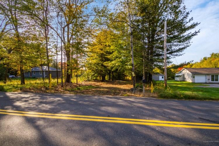 195 Bog Road, Vassalboro, ME 04989