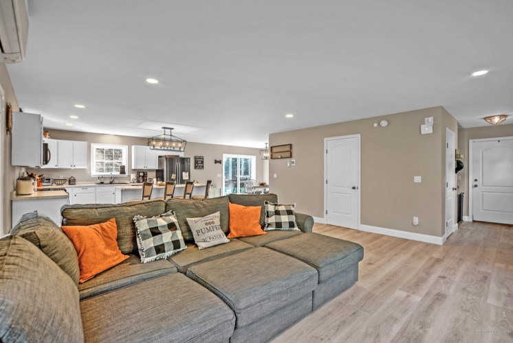 15 Buck Trail, Manchester, ME 04351