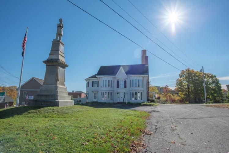 8 Monument Square, Dover Foxcroft, ME 04426