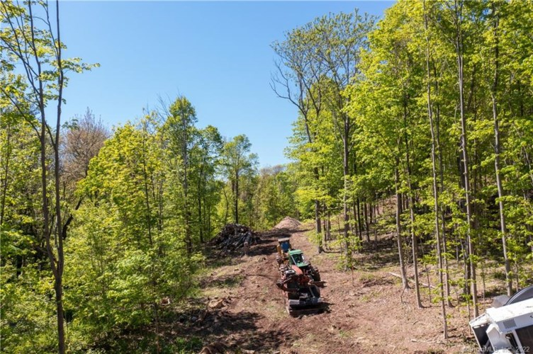 59 Long Hill Road, Middlefield, CT 06455