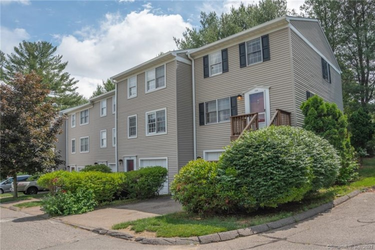 126 Summit Commons #126, Derby, CT 06418