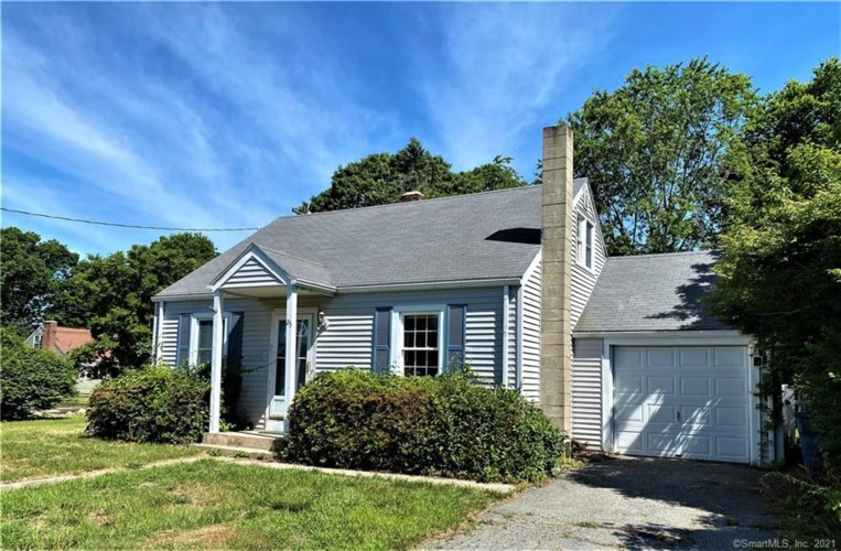 25 Stone Street, Waterford, CT 06385