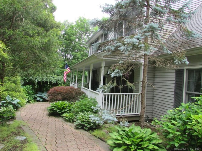 17 Outlook Road, New Milford, CT 06776