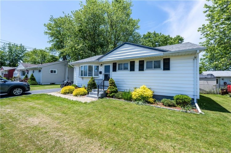 81 Great Circle Road, West Haven, CT 06516
